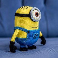 Minion Stuart (Despicable Me) amigurumi crochet pattern by AradiyaToys