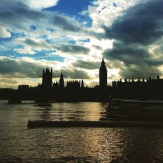 Across the Thames all covered in gold and into the view of night, austere and darkly hovering the Houses of Parliament sit in our sight. Big Ben is ticking time away as it watches over the might of parliament at work, for a general election fight. #london #elwction #generalelection #river #thames #riverthames #london #sunset #beautiful #bigben #clock #silhouette #landscape #history #building #architecture #iconic #housesofparliament #urban #clouds #sky #beautiful #boat #water #golden #view…