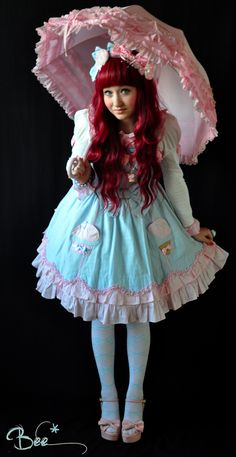 beescuit05:  That's one of my latest coord but it's my friend's dress :o I totally love my wig *w*  Cute..Beautiful..Sweet