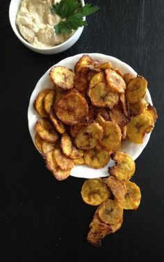 Garlic & Spice Plantain Chips via @Lisa - Healthy Nibbles & Bits/ // #plantain #plantainchips #recipe