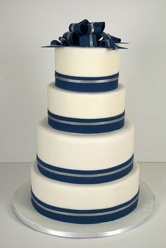 navy white silver wedding cake (w/o the bow on top) Navy Blue Wedding Cakes, Cool Wedding Cakes, Wedding Blue, Beautiful Cakes, Amazing Cakes, Cake Toronto, White Silver Wedding, Cream Wedding, Cupcake Cakes