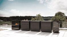 Kochen unter freiem Himmel mit der Outdoor-Küche von Steininger Outdoor Spaces, Outdoor Living, Masonry Blocks, Organic Structure, Teppanyaki, Wood Pergola, Outdoor Kitchen Design, Outdoor Kitchens, River Stones