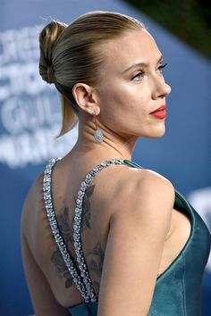 Scarlett Johansson wore a custom Armani Privé gown and Taffin jewelry with crystal straps to the 2020 Screen Actors Guild Awards (III) Armani Prive, Scarlett And Jo, Black Widow Avengers, Russian Beauty, Sleek Hairstyles, Toms, Natasha Romanoff, Elizabeth Olsen, Star Wars