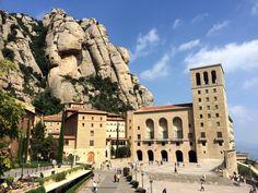El monasterio de Santa María de Montserrat es un monasterio benedictino situado en España. Se encuentra en la montaña de Montserrat, perteneciente a la comarca catalana del Bages, provincia de Barcelona.