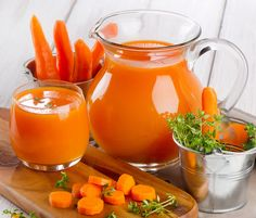 Suco de cenoura detox elimina gordura do fígado e controla o colesterol - Dicas & Receitas Easy Detox, Healthy Detox, Healthy Drinks, Healthy Life, Simple Detox, Healthy Heart, Bebidas Detox, Carrot Juice Benefits, Detox Recipes