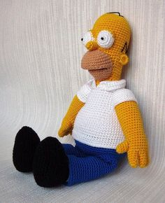 Offer here crochet Homer Simpson.  Each new crochet after ordering for them and therefore may deviate from the picture.  -approximately 30cm tall  -of acrylic wool crocheted.  -filled with washable synthetic fibre  -from non-smoking home  -individual colour selection of clothing on request  Production time CA 3-4 days  Shipping as insured package.