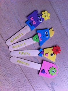 """I """"monstick""""... Divertenti e coloratissimi segnalibri. Perfetti come regalino per i piccoli partecipanti di una festa di compleanno, magari accompagnati da qualche caramella."""