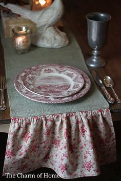 burlap/floral table runners....love this matching toile!