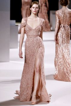 Elie Saab continues to blow my mind - such a beautiful dress! Favorite designer no doubt.