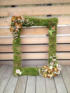 65 Greenery Woodland Moss Wedding Ideas Mossed picture frame perfect for guest photobooth The post 65 Greenery Woodland Moss Wedding Ideas & On THe FARm appeared first on Forest party theme . Enchanted Forest Prom, Enchanted Forest Decorations, Enchanted Garden, Fairy Birthday Party, Garden Birthday, Birthday Parties, Baby Birthday, Forest Party, Woodland Party
