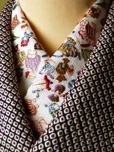 絞りの着物にも襟もとに、楽しげな刺繍の半襟をあしらうことで、華やかさが一気にアップします。