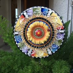 Cute and colorful plate flower garden art perfect for entryway or your yard! JK