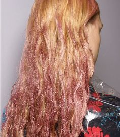 Thought hair glitter was solely for festivals? These are the best hair glitter ideas (plus the products you need) to bring the trend to life… Glitter Hair Gel, Glitter Dress, Glitter Face, Glitter Eyeshadow, White Glitter, London Hair Salon, Hair Fails, Hair Tinsel, Fairy Hair