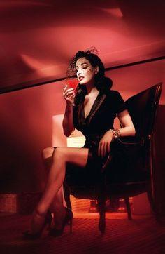 Beautiful Dita Von Teese looks like a Femme Fatale from a film noir! Dita Von Teese Burlesque, Dita Von Teese Style, Victorian Fashion, Gothic Fashion, Vintage Fashion, Fifties Fashion, Retro Fashion, Mode Pin Up, Dita Von Tease