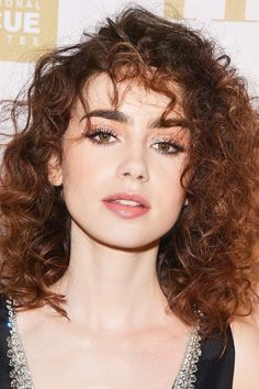 Lily Collins' skin always looks radiant and flawless and her makeup artist shared his go to trick for her effortless glow (Curly Hair Tricks) Beauty Tips For Face, Beauty Hacks, Hair Beauty, Beauty Essentials, Pure Beauty, Lily Collins Hair, Lilly Collins Makeup, Bridal Makeup Tips, Celebrity Beauty
