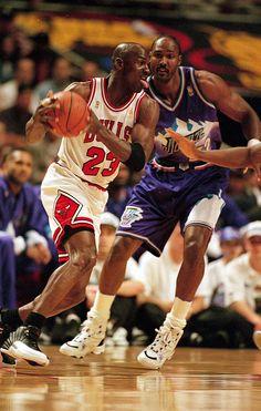 Basketball With Logo Michael Jordan Games, Michael Jordan Pictures, Michael Jordan Basketball, Basketball Pictures, Basketball Legends, Sports Basketball, Basketball Players, Jordan 23, Basketball Stuff