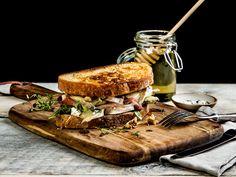 Ostesmørbrød med Chevre, spekeskinke, timian og pære Pulled Pork, Finger Foods, Camembert Cheese, Frisk, Tapas, Sandwiches, Dairy, Appetizers, Lunch