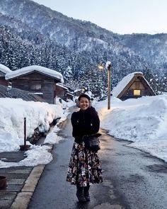Shirakawa-go Village, Ono District, Gifu Prefecture, Japan. Instagram: @quennandher Topshop pleated floral skirt // H&M faux fur jacket (at 世界遺產合掌村 白川鄉)