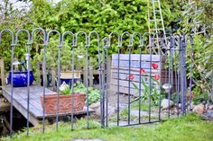 vielen Dank, wir sind sehr zufrieden mit dem Teichzaun – haben uns davor nicht vorstellen können, dass so ein Zaun nicht nur Sicherheit bedeutet, sondern auch noch sehr schön aussieht! Anbei ein Foto... mit freundlichen Grüßen Marianne M.
