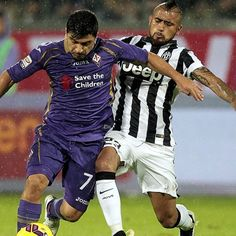 David #Pizarro #Fiorentina contro Arturo #Vidal #Juventus