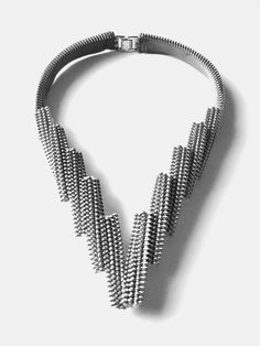 A simply and architectural zipper necklace is created by the zipper block elements.Color: White zipper with metal teeth, light grey zipper with metal teeth Zipper Jewelry, Fabric Jewelry, Beaded Jewelry, Jewelry Necklaces, Handmade Jewelry, Personalized Jewelry, Bijoux Design, Schmuck Design, Jewelry Design