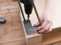 DIY-Anleitung: Couchtisch aus Paletten mit Hairpins bauen via DaWanda.com