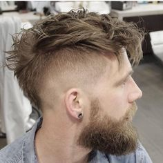 The faux hawk hairstyle came into fashion in the and never quite left. In fact, it evolved since its birth and there are now many variants to wear this casual, versatile style. Cick to find more faux hawk hairstyles! Mowhawk Hairstyles, Mens Messy Hairstyles, Faux Hawk Hairstyles, Undercut Hairstyles, Haircuts For Men, Men's Haircuts, Hairstyle Men, Hairstyle Ideas, Undercut Mohawk