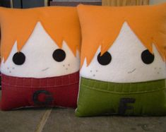 Fred and George Weasley, Decorative Pillow, Harry Potter inspired pillow cutest thing ever Harry Potter Pillow, Harry Potter Room, Harry Potter Gifts, Fred Und George Weasley, Harry Potter Bricolage, Weasley Twins, Felt Hearts, Hogwarts, Decorative Pillows
