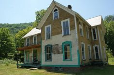 kentucky old victorian farmhouses | ... farmhouse, originally built in 1880 by a gifted local cabinetmaker