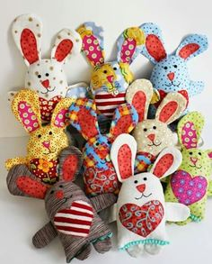Sewing Toys Easter Bunny Sewing Pattern by Jennifer Jangles - Over 40 Easter Sewing Projects and Ideas. Loads of cute Easter Basket sewing patterns, easter bunny sewing patterns and easter craft ideas. Fabric Toys, Fabric Scraps, Quilting Fabric, Sewing Patterns Free, Free Sewing, Pattern Sewing, Softie Pattern, Hand Sewing, Sewing Toys