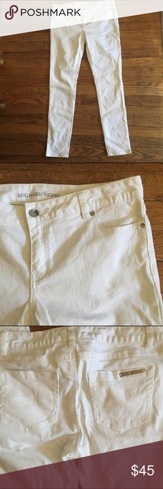 """White Michael Kors skinny pants Excellent condition, no rips or stains. inseam approx 29""""// 98% cotton 2% spandex Michael Kors Pants Skinny"""