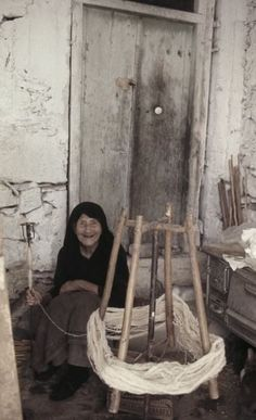 Greece History, Old Greek, Greece Photography, Crete Island, Spinning Wool, Greek Culture, Simple Photo, Famous Photographers, Athens Greece