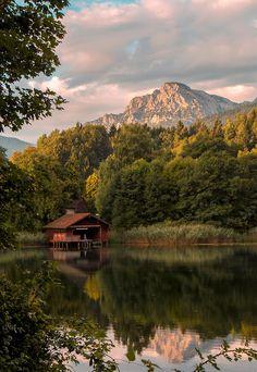 Boathouse on Lake Höglwörther (by Mimolalen)