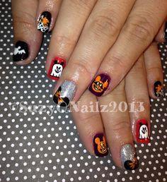 Disney Halloween Nail Art - I love the Mickey ghosts! Holiday Nail Designs, Halloween Nail Designs, Toe Nail Designs, Trendy Nail Art, Cute Nail Art, Seasonal Nails, Holiday Nails, Disney Halloween Nails, Halloween Art