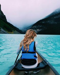 Banff, Alberta (Canada) City Guide // Things to Do in Banff - Visit Lake Louise // Brighton the day canoeing on lake louise