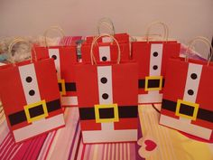 Bolsas de regalo de santa Christmas Craft Fair, Christmas Gift Bags, Christmas Activities, Christmas Wrapping, Diy Christmas Ornaments, Christmas Themes, Holiday Crafts, Christmas Decorations, Xmas