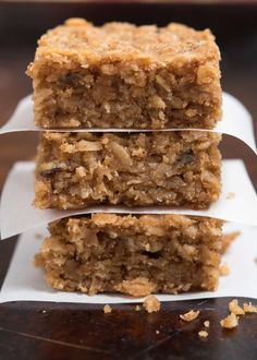 Peanut Butter Oatmeal Bars- these super simple, one-bowl, gluten free bars make a great breakfast or snack | Recipe via @NutritiousEats