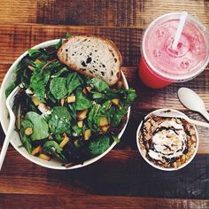 Peaches + balsamic vinegar in my salad AND my fro yo today. WHAT! #delicious @sweetgreen