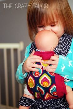 Toddler Baby Doll Carrier from The Crazy Tailor {contributor} - Speelgoed naaien - Sewing Projects For Beginners, Sewing Tutorials, Sewing Crafts, Sewing Patterns, Diy Projects, Baby Doll Carrier, Baby Wrap Carrier, Sewing For Kids, Baby Sewing