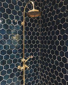 21 Bathroom Remodel Ideas [The Latest Modern Design] Bathroom remodel - A collection of amazing kitchen remodeling ideas. Renovation with modern design, unique, simple, etc. Honeycomb Tile, Honeycomb Pattern, Marble Pattern, Bathroom Inspiration, Bathroom Ideas, Design Bathroom, Bath Ideas, Mosaic Bathroom, Tile Design