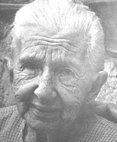 Cora Coralina, poetisa: Ana Lins dos Guimarães Peixoto Bretas (1889—1985) era uma mulher simples, doceira de profissão, tendo vivido longe dos grandes centros urbanos, alheia a modismos literários, produziu uma obra poética rica em motivos do cotidiano do interior brasileiro, em particular dos becos e ruas históricas de Goiás.