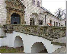 Parapet mostu v Pardubicích 15th Century, Capital City, Czech Republic, Prague, Places To Visit, Old Things, Tower, Mansions, Architecture