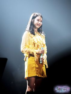 Some Beautiful Images, Korean Fashion, Kdrama, Raincoat, Idol, Celebs, Concert, Jackets, Beauty