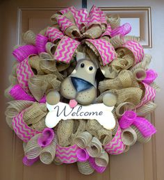 *Welcome Burlap and Dog Wreath! Wreath Crafts, Diy Crafts, Wreath Ideas, Decoration St Valentin, Dog Wreath, Deco Mesh Wreaths, Burlap Wreaths, Yarn Wreaths, Country Wreaths