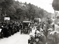 A crowd celebrates the opening of a new concrete section between Gettysburg and Chambersburg, Pa. (1921) http://ow.ly/r3EFG