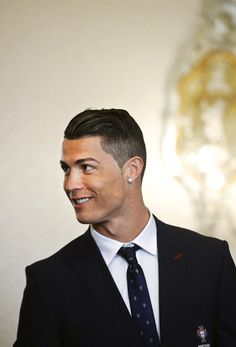 Ronaldo may be a beast on the soccer field, but his haircuts are legendary, too. Check out our list of the best Cristiano Ronaldo haircuts and hairstyles of all time. Cristiano Ronaldo 7, Cr7 Ronaldo, Ronaldo Football, Celebrity Hairstyles, Cool Hairstyles, Ronaldo Hairstyles, Hairstyles Haircuts, Cr7 Junior, Fc Chelsea