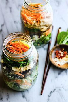 Easy Oriental Chicken Bok Choy Mason Jar Salads Light, Gluten Free, and Paleo friendly oriental style mason jar salads that are great for lunch or dinner. Mason Jar Lunch, Mason Jar Meals, Meals In A Jar, Mason Jars, Gluten Free Meal Plan, Free Meal Plans, Healthy Salad Recipes, Healthy Snacks, Healthy Eating