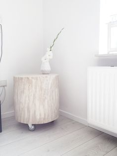 DIY Boomstam tafeltje - Danielleaarts Interior And Exterior, Interior Design, Nordic Style, Scandinavian Design, Room Inspiration, Diys, Diy Ideas, Ottoman, Chair