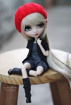 Doll with long blonde hair & wearing a red hat
