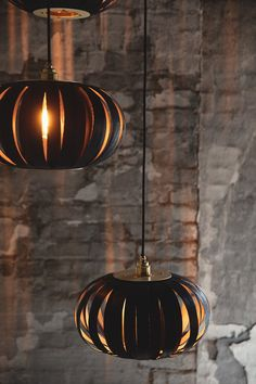 With an elegant, customisable design that invites personalisation, each pendant can be suspended at a different height allowing a showstopping configuration to take charge of your space. Tom Raffield, Monochrome Interior, Noctis, Barn Lighting, Light In The Dark, Toms, House Design, Ceiling Lights, Contemporary
